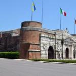 Порта-Нуова - новые ворота. Частично ворота были перестроены австрийцами. Сами ворота являлись частью оборонительных укреплений города и построены в 16-м веке.