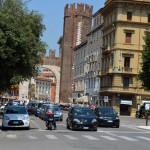 Улица Порта-Ноуво в сторону центральной площади Пьяцца-Бра