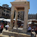 Piazza Delle Erbe - позорный столб