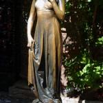 Скульптура Джульетты в рядом с домом семьи Даль Каппелло, ставшим прообразом для шекспировских Капулетти.