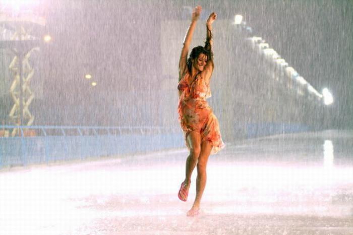 Дождь пчела гроза девушка молния фото
