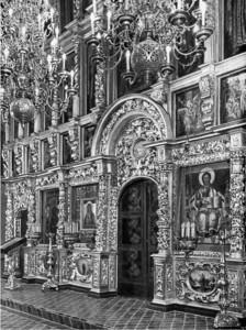 Иконостас Вознесенского собора, перенесенный в храм Двенадцати апостолов. Фото 1929 г.