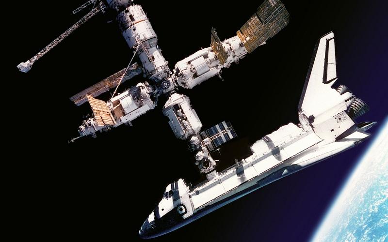 Стыковка с орбитальной станцией Мир.