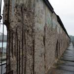 Берлинская стена пострадала не от времени, а от любителей сувениров