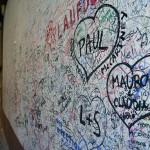 Стена автографов рядом с домом Джульетты