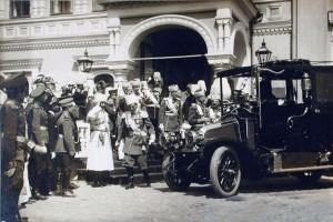 Фото 1913 г. Дремина И. Группа великих князей и высших офицерских чинов у Чудова монастыря. 25 мая 1913 г.